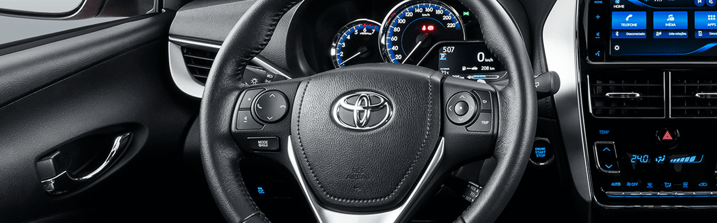 Tyt_gallery_image_4_104645_yaris-desk_full_INTERIOR4_w1440h448px
